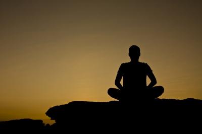 silueta meditació